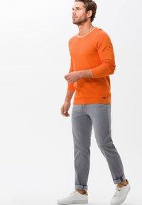 BRAX - STYLE CADIZ - Straight leg jeans - silver sea - 1