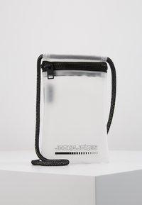 Jack & Jones - JACCLEAR PHONECASE - Phone case - white - 0