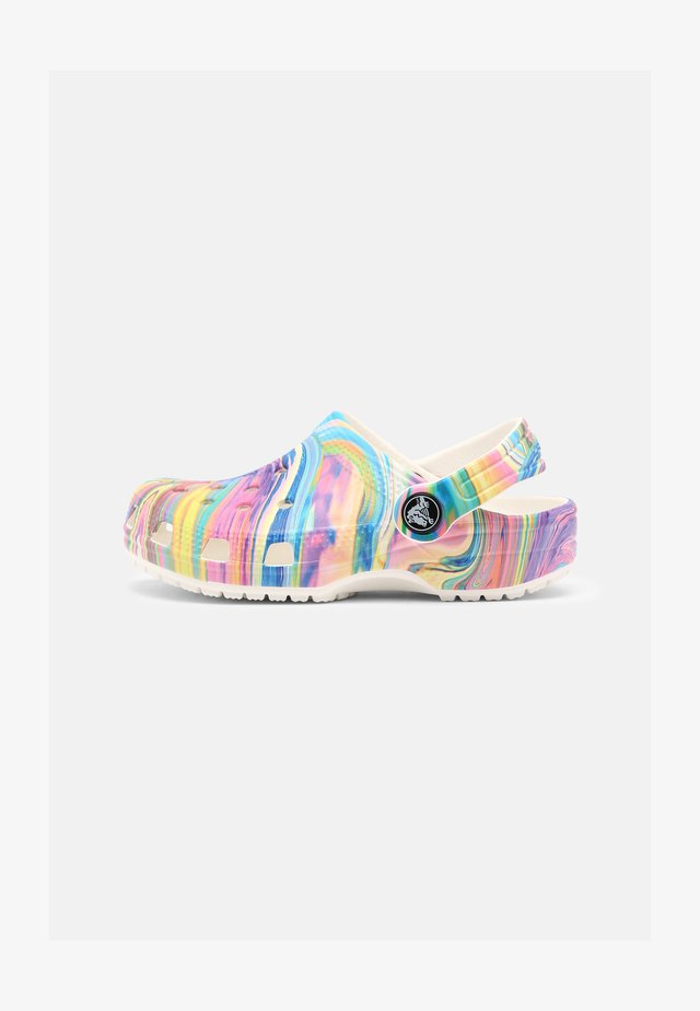 CLASSIC OUT OF THIS WORLD - Zuecos - multi/white