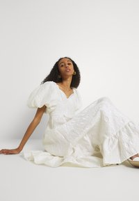 Sister Jane - HANDWRITTEN DRESS - Společenské šaty - ivory - 3
