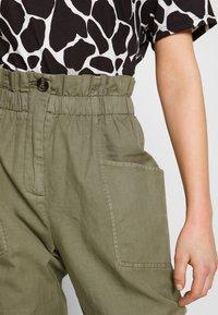 Pepe Jeans - LIA - Spodnie materiałowe - thyme - 5