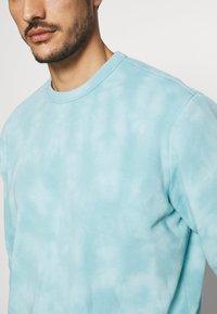GAP - TIE DYE CREW - Sweatshirt - mellow blue - 4