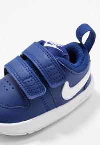 Nike Performance - PICO 5 UNISEX - Trainings-/Fitnessschuh - deep royal blue/white - 2