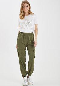 b.young - BXJUNOL PANTS W. POCKETS WOVEN - Pantalon classique -  green - 1