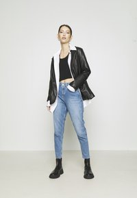 NA-KD - MOM - Jeans Tapered Fit - light blue - 1