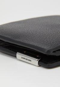 Calvin Klein Jeans - TRIFOLD - Peněženka - black - 5
