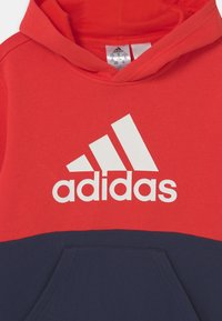 adidas Performance - COLORBLOCK ESSENTIALS - Jersey con capucha - legend ink/vivid red/white - 2