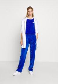 adidas Originals - Print T-shirt - team royal blue/white - 1