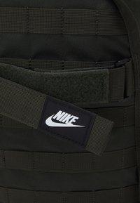 Nike Sportswear - UNISEX - Batoh - green - 3