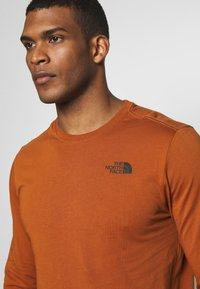 The North Face - MENS BOX TEE - Top s dlouhým rukávem - caramel cafe - 5