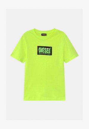 MAGLIETTA UNISEX - Print T-shirt - neon green