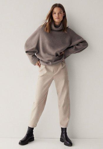 MIT DETAIL AM SAUM - Pantalon classique - beige