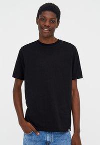 PULL&BEAR - T-shirt basic - black - 0