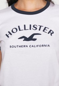 Hollister Co. - TECH CORE - Camiseta estampada - white - 5