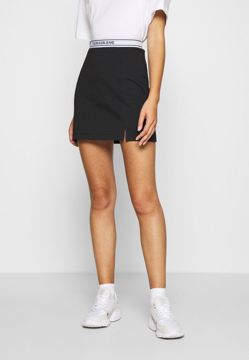 Calvin Klein Jeans - LOGO MILANO MINI SKIRT - Minisukně - black