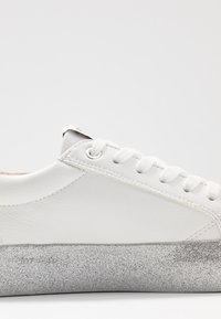 ONLY SHOES - ONLSHERBY GLITTER - Trainers - white - 2
