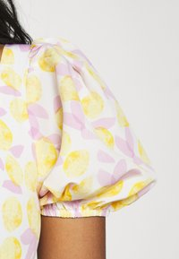 Glamorous - MAYA MINI DRESS WITH PUFF SHORT SLEEVES - Day dress - lemon lilac print - 4