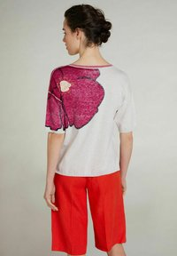 Oui - Print T-shirt - light grey red - 2