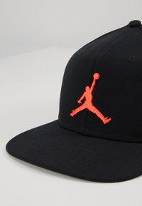 Jordan - Cap - black/infrared - 2