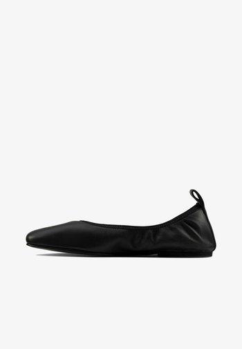 Foldable ballet pumps - black leather
