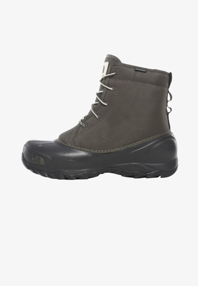 M TSUMORU BOOT - Snowboot/Winterstiefel - new taupe green/tnf black