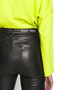WRSTBHVR - PANTS DAMN - Kalhoty - black - 6