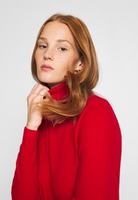 Benetton - TURTLE NECK - Pullover - red - 3