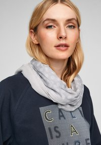 s.Oliver - ALLOVER-PRINT - Snood - light grey placed print - 2