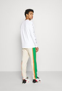 Jordan - PANT - Tracksuit bottoms - oatmeal/lucky green/track red - 2