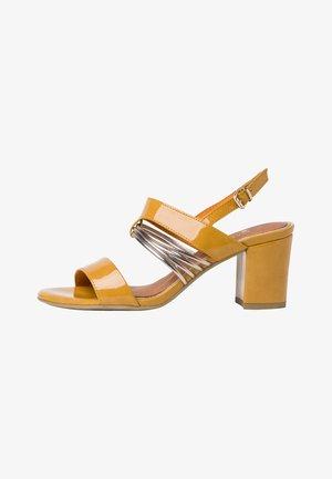 Sandalen - saffron pat.c.