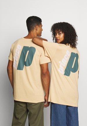 BACK PRINT TEE UNISEX - Print T-shirt - beige