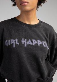 Girl Happens - LIVA - Sweatshirt - schwarz - 3