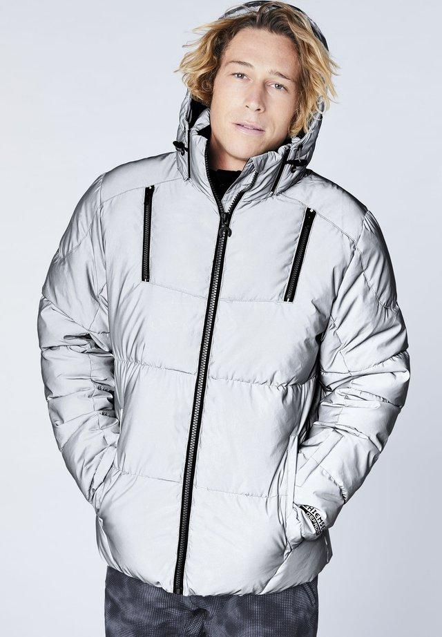 AUS REFLEKTIERENDEM MATERIAL - Snowboard jacket - silver/reflect
