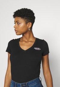 Pepe Jeans - Basic T-shirt - black - 3