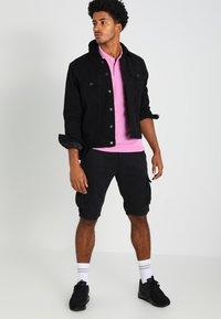 INDICODE JEANS - MONROE - Shorts - black - 1