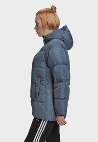 adidas Originals - WINTER REGULAR JACKET - Down jacket - legacy blue - 3