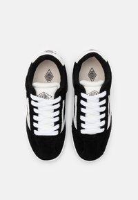 Viking - RETRO TRIM UNISEX - Sports shoes - black/eggshell - 3