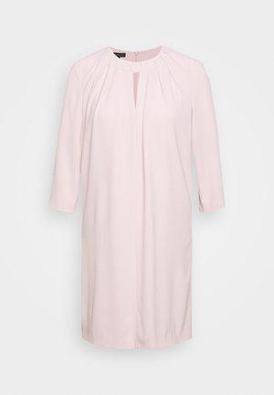 Denní šaty - camelia