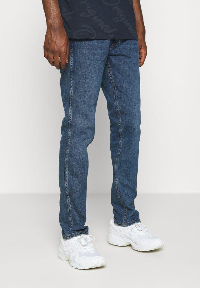 GREENSBORO - Straight leg jeans - blue shot