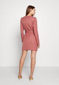 UNIQUE 21 - CREPE BELTED PUFF SLEEVE DRESS - Sukienka letnia - rose - 2