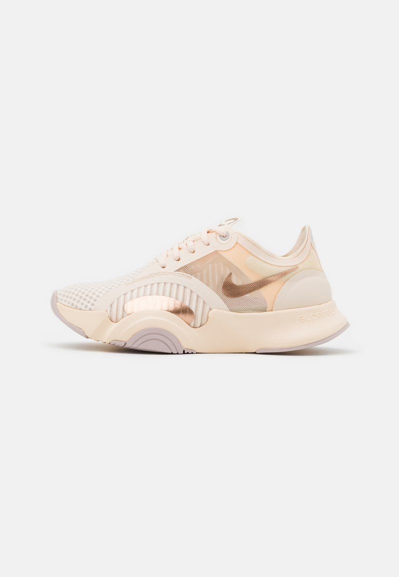 Nike Performance - SUPERREP GO - Treningssko - guava ice/metallic red bronze