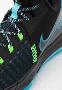 Nike Performance - LEBRON WITNESS 5 - Scarpe da basket - black/lagoon pulse/green strike - 5