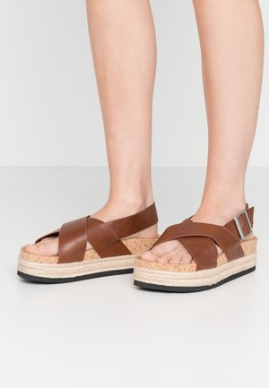 JANNIKE - Platform sandals - brown
