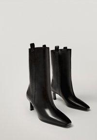 Massimo Dutti - Korte laarzen - black - 4