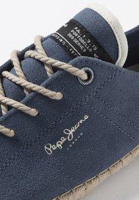 Pepe Jeans - TOURIST LAMU SUEDE - Zapatos con cordones - dark blue - 4
