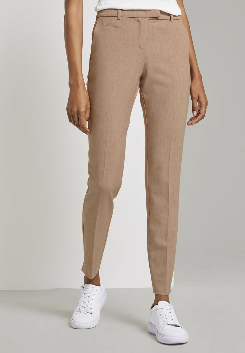 mine to five TOM TAILOR - MIT BUNDFALTEN - Chinos - camel melange