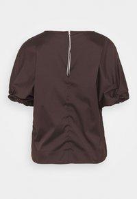 RIANI - Jednoduché triko - onyx brown - 1