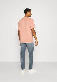 Reebok Classic - CLASSIC NATURAL DYE - T-shirt basic - baked earth - 2