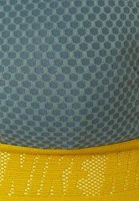 Nike Performance - INDY BRA - Sujetadores deportivos con sujeción ligera - hasta/light silver/dark citron/black - 2