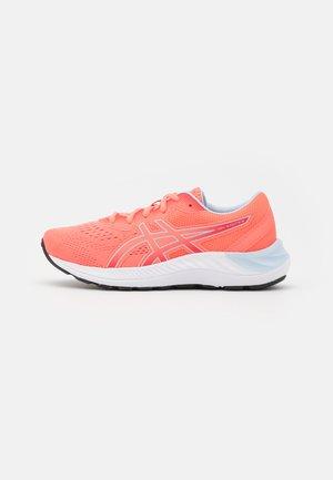 GEL-EXCITE 8 UNISEX - Obuwie do biegania treningowe - blazing coral/soft sky